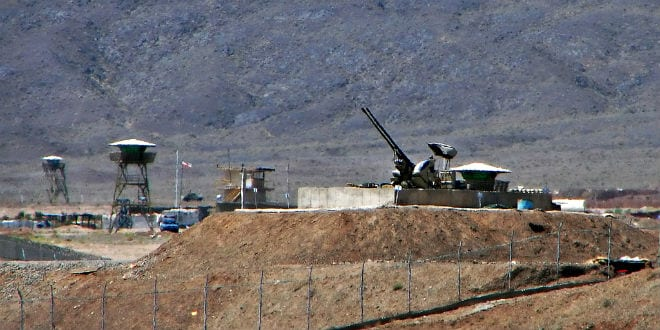 Anti-aircraft guns guarding the Natanz Nuclear Facility in Iran. (Photo: Hamed Saber/ Wiki Commons)