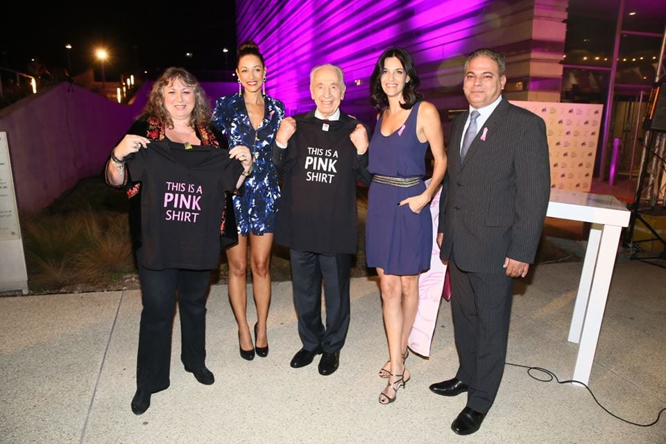 Former Israeli President Shimon Peres hosting a Breast Cancer Awareness (Photo: Official Facebook Page of Shimon Peres)
