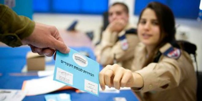 An IDF soldier casts his vote in the 2015 election. (Photo: IDF)