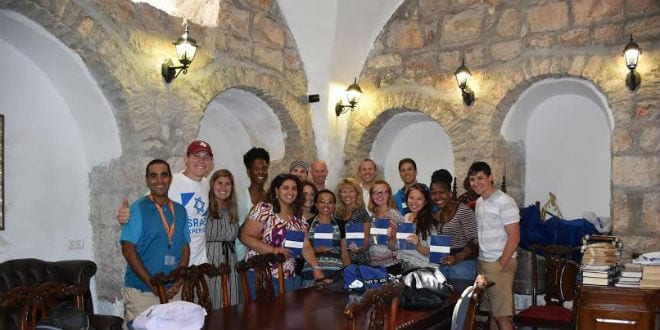Rabbi Tuly Weisz with American Christian college students on Mount Zion. (Photo: Kaniel Bramnick)