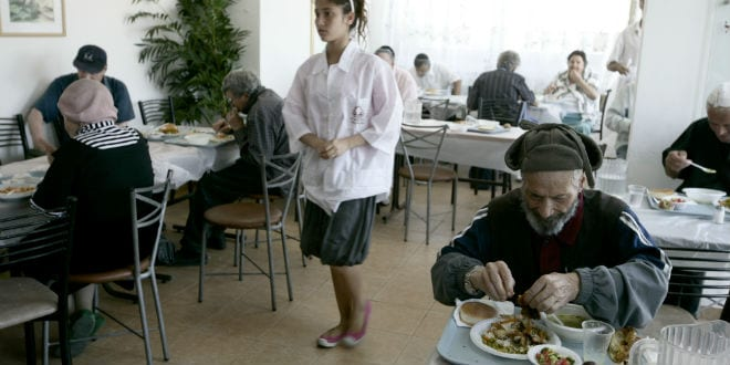 """Poor people in Jerusalem eat in a soup kitchen where they receive free meals by the foundation """"Meir Panim"""" in Jerusalem. (Photo: Flash90)"""