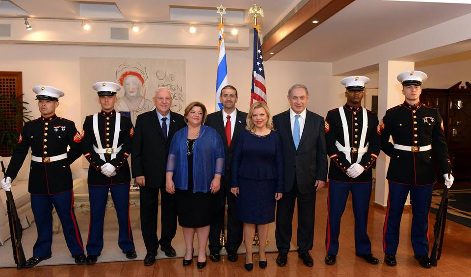 Prime Minister Benjamin Netanyahu & his wife Sara, and President Reuven Rivlin at the US Independence Day Celebrations at the US Ambassador's Residence with US Ambassador Dan Shapiro and his wife Julie. (Photo: Haim Zach/GPO)