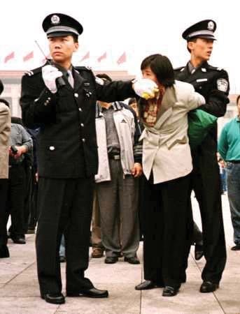 A woman being arrested in Tiananmen Square for practising Falun Gong. (Photo: Wikipedia)