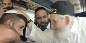 Rabbi Amram Vaknin giving a blessing. (Photo: Gil Nachman)
