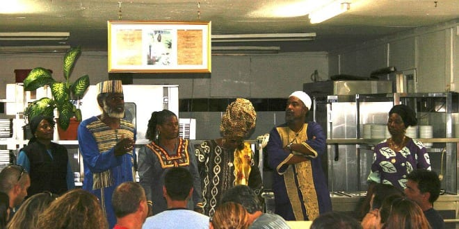 Residents of Dimona speak to visitors about the Hebrew Israelite community on September 5, 2005. (Photo: Dror Eiger / Wiki Commons)