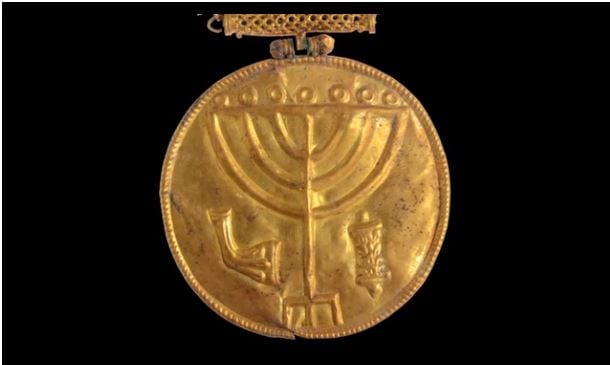 The Menorah Treasure medallion, discovered by Dr. Eilat Mazar and her team of archaeologists in 2013 (Photo: Video screenshot - Dr. Eilat Mazar / Hebrew University / YouTube)