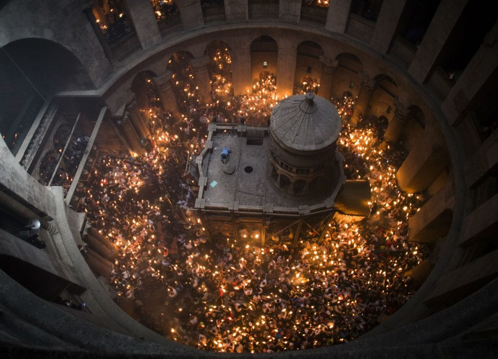 Holy fire ceremony at the Church of the Holy Sepulchre, April 30, 2016. (Hadas Parush)