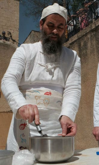 The priest prepares the Omer (barley) sacrifice to be offered to God. (Photo: Abba Richman)