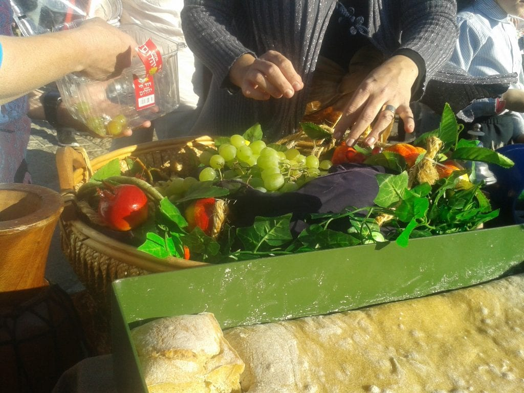 Preparing the First Fruits ahead of Shavuot: the Festival of Weeks (Photo: Women for the Holy Temple)