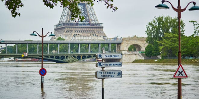 Flooding in Paris, extremely high water on the river Seine, road signs are covered with water. (Photo: Ekaterina Pokrovsky / Shutterstock.com)