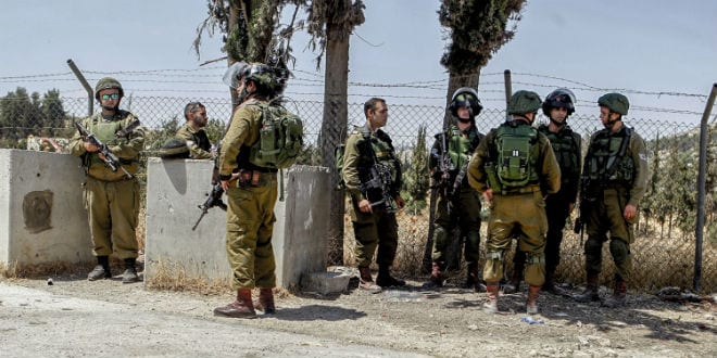 Israeli soldiers at the scene where two soldiers were stabbed by a Palestinian near Hebron at the Al Arrub intersection in the West Bank, on July 18, 2016. Two soldiers were lightly injured and the Palestinian was shot and seriously wounded. (Photo: Wisam Hashlamoun/Flash90)