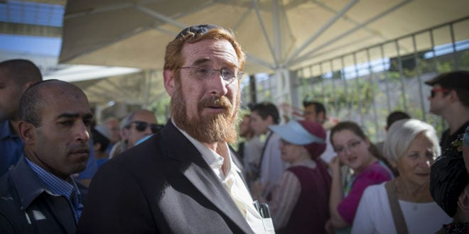 Likud Knesset Member Yehuda Glick and Hundreds of supporters arrive to visit the Al-Aqsa Mosque compound in memory of Hallel Yaffa Ariel in Jerusalem Old City, July 12, 2016. A 17-year-old Palestinian terrorist broke into the home of the Ariel family on June 30, 2016, he stabbed and killed 13-year-old Hallel in her bedroom while she was asleep. (Photo: Yonatan Sindel/Flash90)