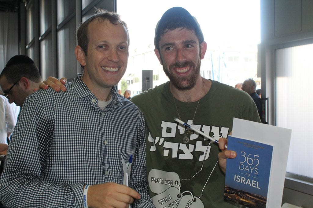 Rabbi Tuly Weisz presenting a gift from the Israel365 Aliyah campaign to Jordan Katrinsky who will be joining the IDF as a lone soldier. (Tuly Weisz)